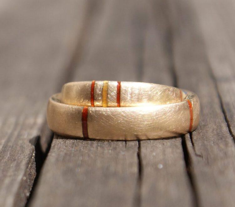 Ringe Gold 750/- mit Querstreifen, Feueremaille_obreiter